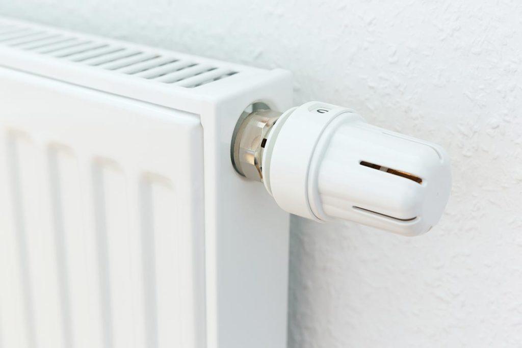 termosifone con una valvola termostatica